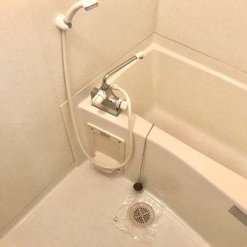 ゆったりお風呂♪鏡は付いていないのです。
