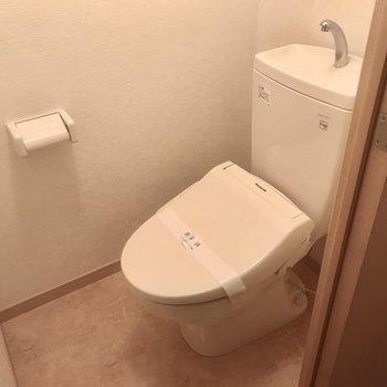 トイレもシンプル〜。
