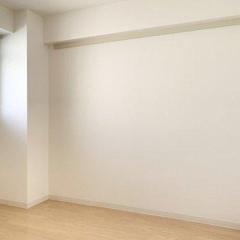 【洋室約4.5帖】ベッドにするならこのお部屋、寝室にピッタリの広さ。※写真は4階の同間取り別部屋のものです