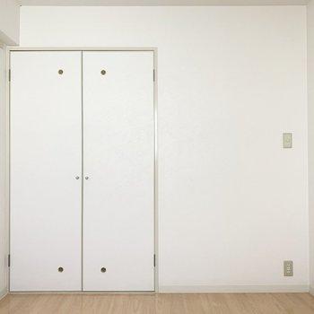 【洋室約4.5帖】お部屋の入口にちょっと段差があります、注意〜!※写真は4階の同間取り別部屋のものです