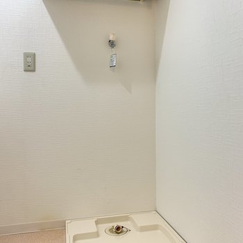 洗濯機置場は洗面台のお隣に。※写真は4階の同間取り別部屋のものです