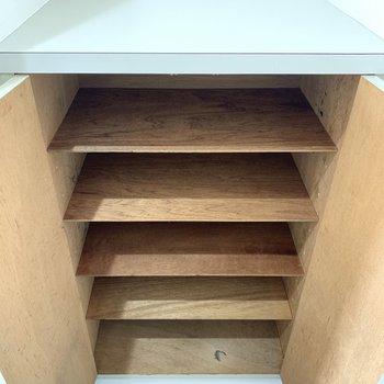 1段に3足ほど入りそう。※写真は4階の同間取り別部屋のものです