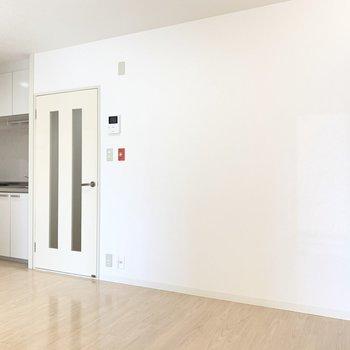 【DK】ソファやダイニングテーブル置いて団欒を大切にしたい。※写真は4階の同間取り別部屋のものです