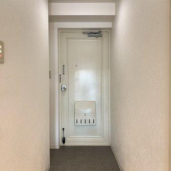 段差の低い玄関。※写真は4階の同間取り別部屋のものです