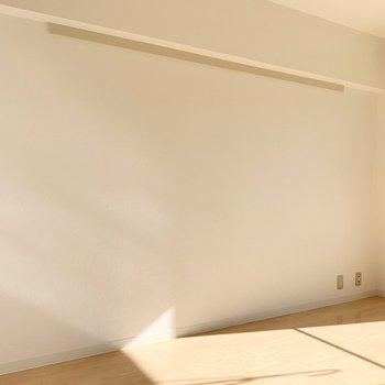 【洋室約6帖】こちらも温かい日差しが入り込みます。※写真は4階の同間取り別部屋のものです