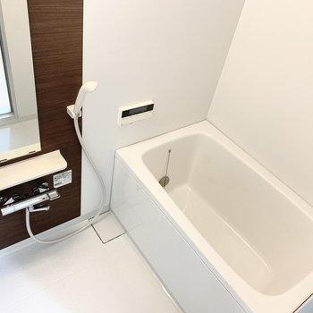 浴槽でお疲れを癒やして〜。※写真は4階の同間取り別部屋のものです