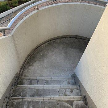お部屋まではトントンと螺旋階段を駆け上がっていきます。