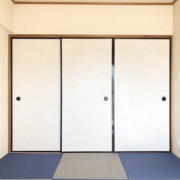 【和室】扉は襖でレトロさ◎※写真は4階の同間取り別部屋のものです