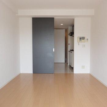 光はお部屋全体に行き届きます※写真は13階同間取り別部屋のものです