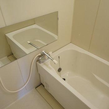 浴槽の交換、扉の交換とミラー設置、水栓も新しくなります※写真はイメージです