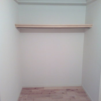 オープン収納には目隠し用のカーテンつけられますよ!※写真は前回募集時、クリーニング前のものです