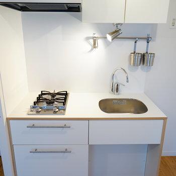 キッチンはTOMOSの2口に交換!※写真はイメージです