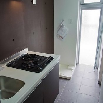 キッチンに洗濯機がきます※写真は別部屋です