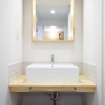 [afterイメージ]大工さんがこのお部屋のために作り上げる造作の洗面台がキュート!
