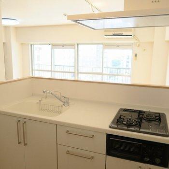 [afterイメージ]オリジナルのキッチンはガスコンロ三口グリル付きで使いやすさも満点◎
