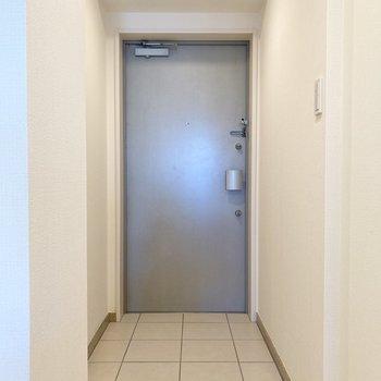玄関の広さがあるので何足か靴が出ていても平気かも?