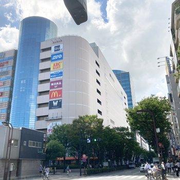 駅ビルや商業ビルで栄えているのでショッピングも楽しめます。