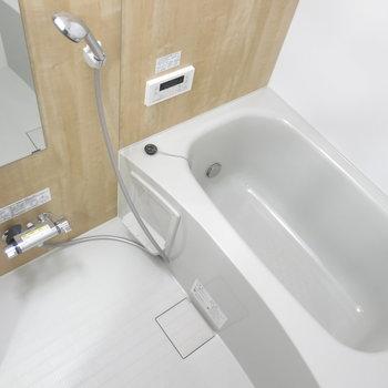 浴室もお部屋と同じカラーのシートでお色直し*