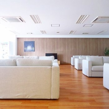 【共用部】豪華なミーティングスペース