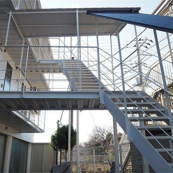 エレベーターはありません。この階段でお部屋まで!