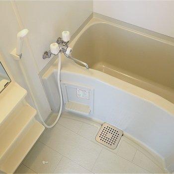 お風呂は鏡つきでぐー!