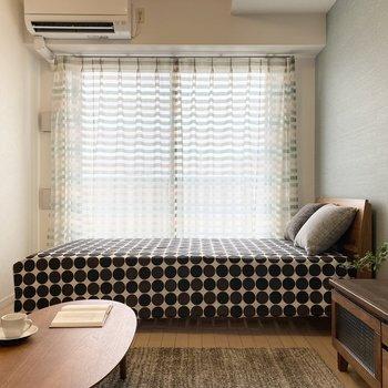 窓から差し込む光が心地いいです。※ 家具はサンプルです。インテリアのご参考にどうぞ