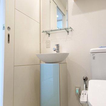 スリムでミニマルなデザインの洗面台が◎