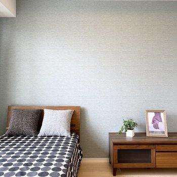 アートを飾るとお部屋が映えそう。※ 家具はサンプルです。インテリアのご参考にどうぞ