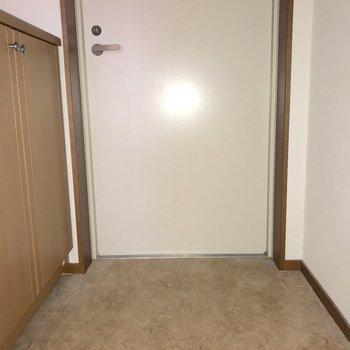 ゆったり玄関※写真は通電前のものです※写真は12階同間取り別部屋のものです