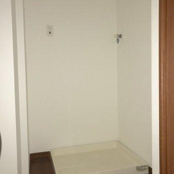 洗濯機置き場は脱衣所に。※写真は通電前のものです※写真は12階同間取り別部屋のものです