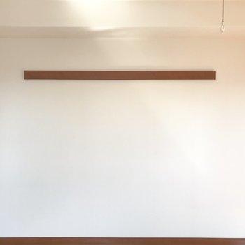 左壁にはS字フックで観葉植物を吊るしたり。※写真は通電前のものです※写真は12階同間取り別部屋のものです