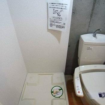 水回りはまとまってる!ウォシュレット付きのトイレ!