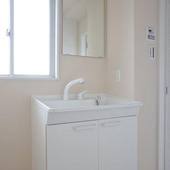 洗面台はコンパクト!