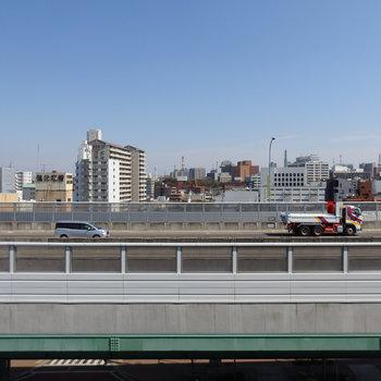 眺望は高速道路。やっぱり音はします
