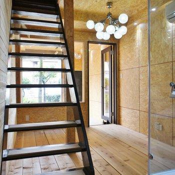 二階へあがりましょう