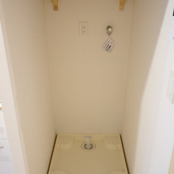 横には洗濯機置き場を新設しました♪