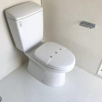 トイレの横に洗濯機置場です!