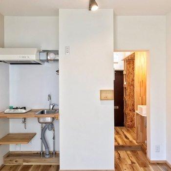 キッチンも木のぬくもりがある佇まい。