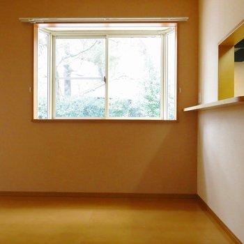 キッチン近くの出窓が可愛い!