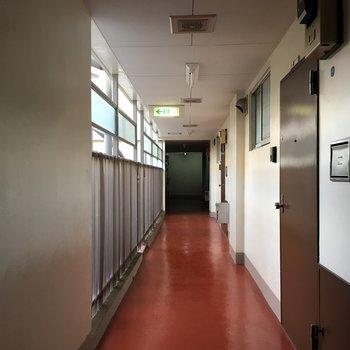 お部屋前の廊下、年代を感じます
