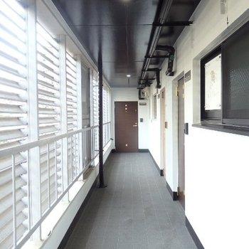 共有部の廊下です。