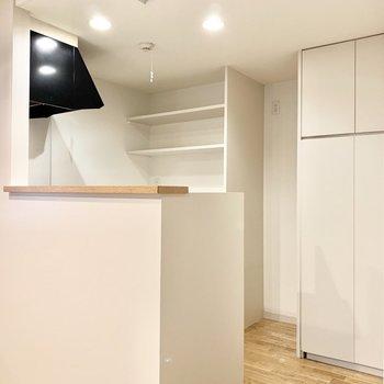 白く素敵なキッチンへと。