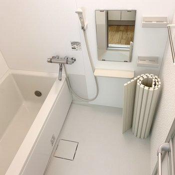 お風呂は追い焚きや暖房涼風機能付きです!