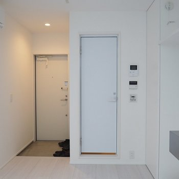 1階部分。玄関を入っていきなりダイニングです