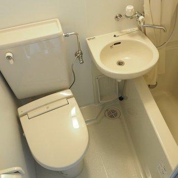お風呂はコンパクトな3点ユニット