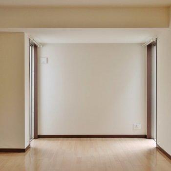窓が多い洋室。※写真は前回撮影時のもの