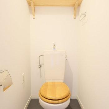 トイレは木便座。これもナチュラルテイストで!※写真は前回募集時のものです