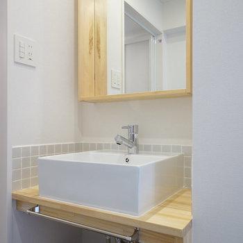 洗面台は造作でナチュラルデザイン!