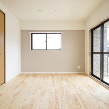 光にあたった時の無垢床はきらきらとしてとっても綺麗!