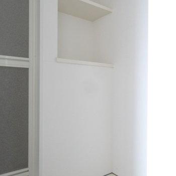 洗濯スペースにちょっとした棚は助かります。